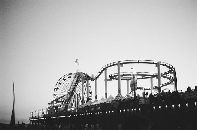 amusement-park-438419_640